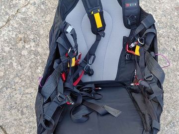 For sale: Gin Gingo Airlite Paragliding Harness and One G 38 Reserve